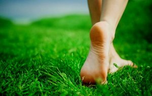feet on grass2